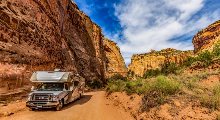 banner of An RV Lets Your Travel America In Comfort (newstyle)