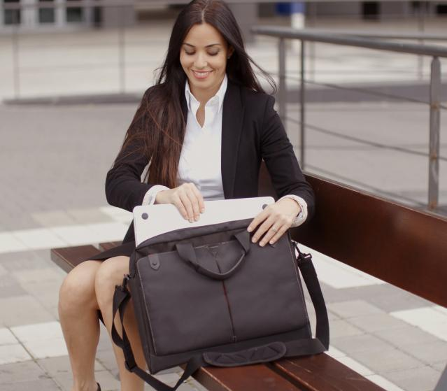square of Protecting Your Laptop During Travel Means a Laptop Bag (newstyle)