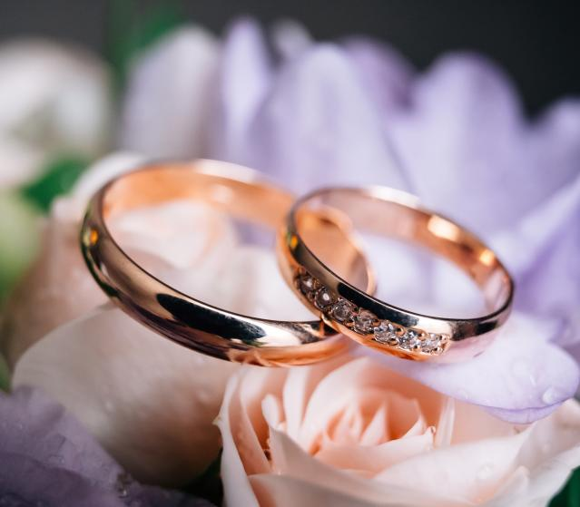 square of he Ultimate Guide to Buying Wedding Rings